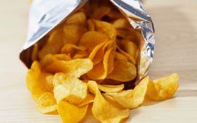 В Украине могут запретить продажу чипсов - названа причина