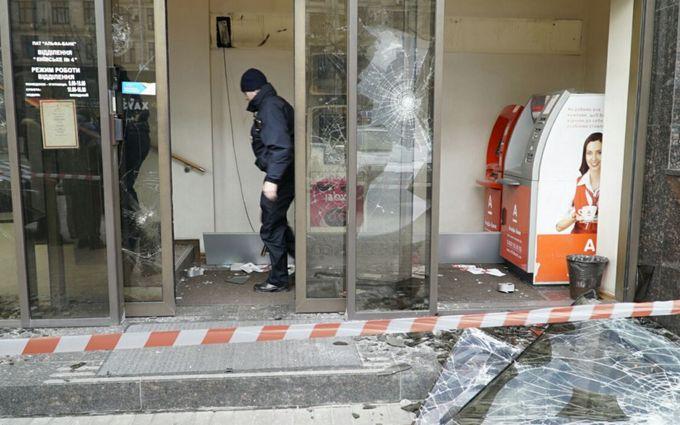 Появилось видео атаки на российский банк в Киеве