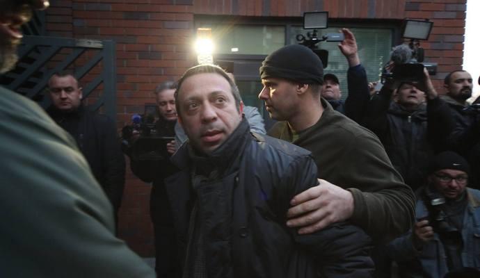 Адвокат Корбана: Тримати підсудного у клітці - принизливо