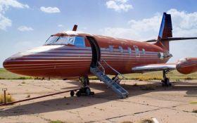 """В США на аукционе продали самолет """"короля рок-н-ролла"""" Элвиса Пресли"""