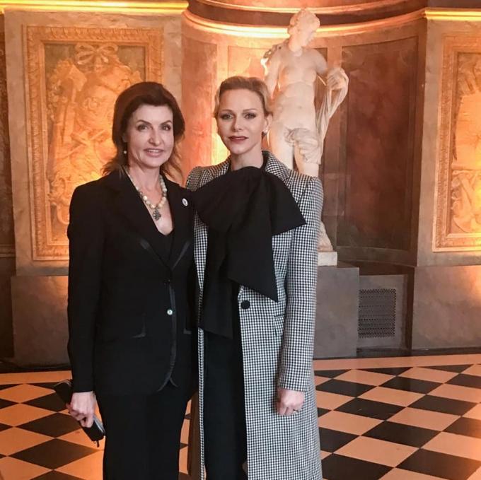 Непревзойденная: Марина Порошенко покорила Париж стильным образом (3)
