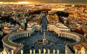 Модель Playboy оголилася на площі Ватикана - шокуюче фото