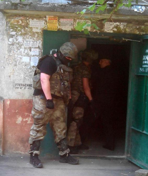 У Маріуполі розгорілася перестрілка, поранений поліцейський: опубліковані фото (1)