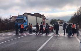 Бунт далекобійників: на Закарпатті водії страйкують проти безстрокового митного контролю