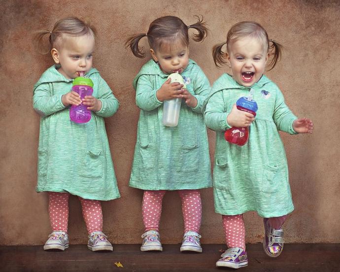 Маленькие сестрички-тройняшки из Австралии покорили сеть: яркие фото (1)