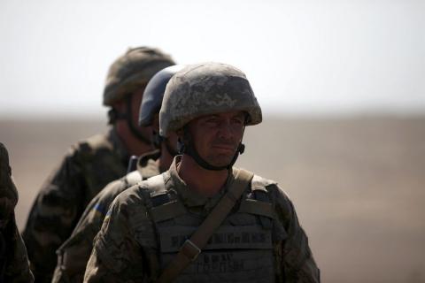Рада дозволила військовим підписувати контракти на півроку