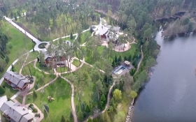 Журналісти зняли розкішний будинок соратника Януковича під Києвом: опубліковано відео