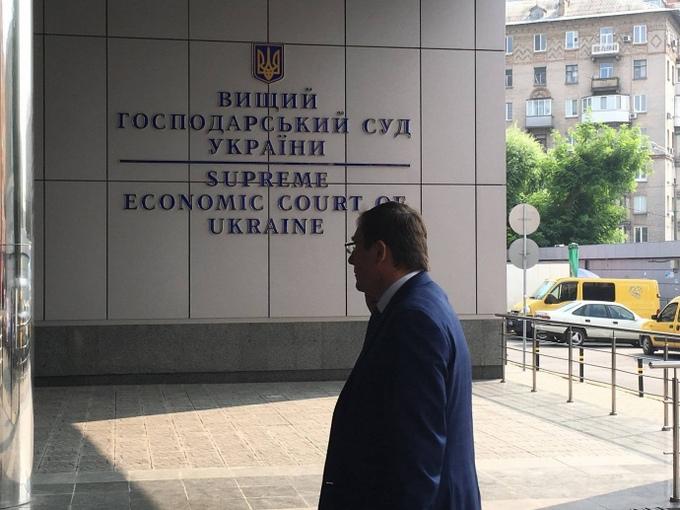 Мережу розбурхав візит Луценка до судді з неприємною звісткою: опубліковані відео та фото (1)