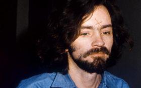 В США умер известный серийный убийца Чарльз Мэнсон
