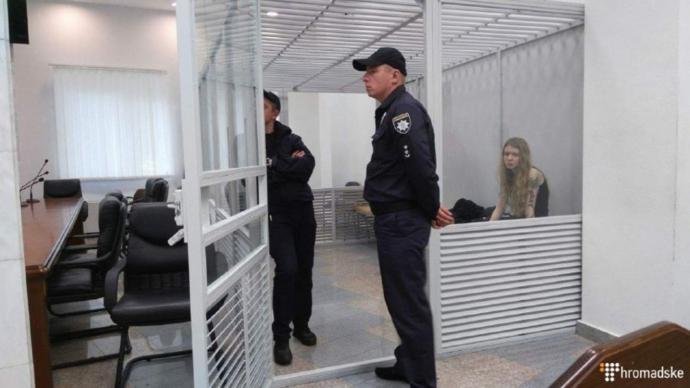 Справа про вбивство київських міліціонерів: під будинком суда сутички, з'явилися фото і відео (1)