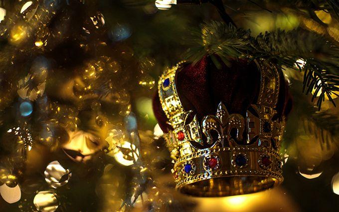 Рождество по-королевски: в Виндзорском замке установили праздничную ёлку для Елизаветы II