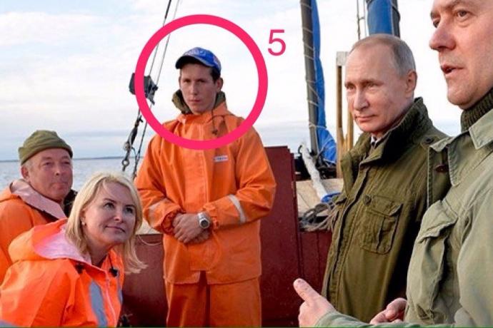 Кочующий цирк: на фото с Путиным увидели смешную и скандальную деталь (3)