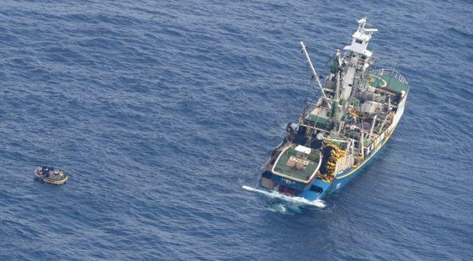Рятувальники почали пошуки зниклого порома здесятками пасажирів наборту
