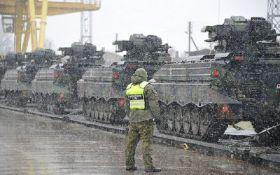 В страну Балтии прибыла новая партия танков НАТО: появились фото