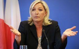 """Ле Пен назвала евро """"мертвой валютой"""" и пообещала возвращение франка"""