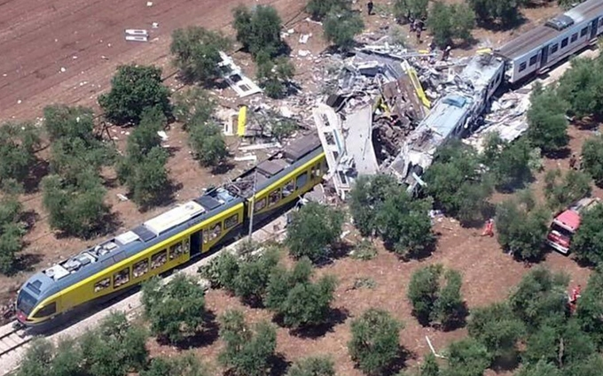 В Італії зіткнулися пасажирські потяги, багато загиблих і поранених: з'явилися фото
