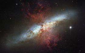 Астрономы нашли древнюю галактику необычной формы - детали открытия