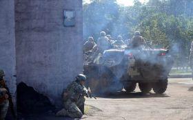 Бойовики з важкого озброєння обстріляли Новолуганське: серед бійців ЗСУ є поранені