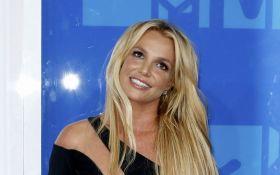 Известная американская певица появилась на публике в откровенном платье: опубликованы фото