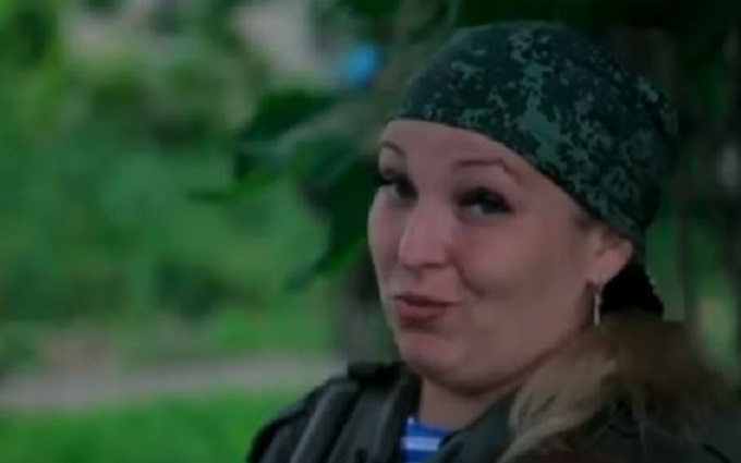 Блондинка-бойовик ДНР пообіцяла журналісту з США вбивати дітей: з'явилося відео