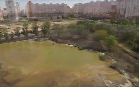 В Киеве разгорается скандал с озером, которое засыпали ядом: опубликовано видео