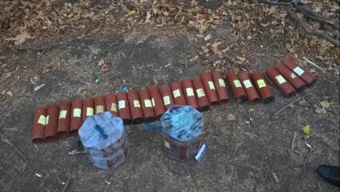 Дві схованки зі зброєю знайшли в Мар'їнському районі (2 фото) (2)