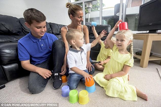 Ніколи не здавайтеся: жінка стала матір'ю чотирьох дітей після 15 викиднів (1)