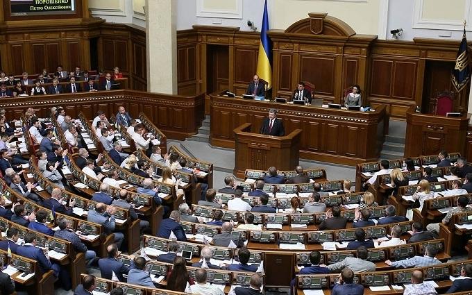 Нардепи Ляшка і Тимошенко перехопили трибуну Ради: з'явилися фото