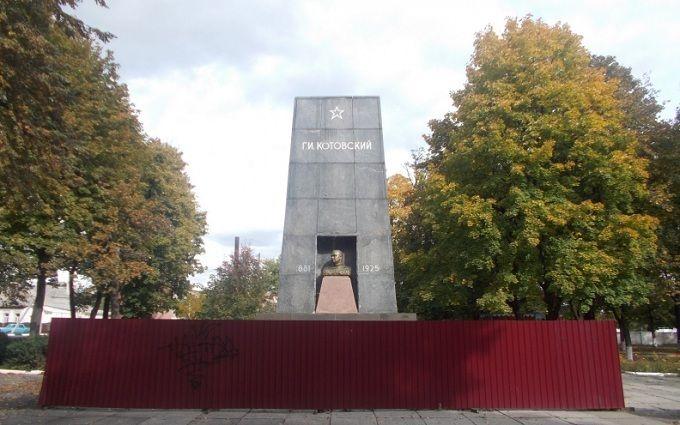 Історія з похороном радянської мумії в Україні перетворюється на скандал