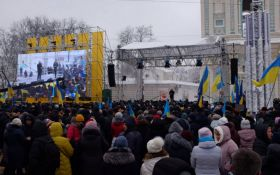 Объединительный собор: тысячи украинцев на Софийской площади в Киеве ждут исторического решения