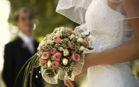 Незвичайне весілля: в Україні зареєстрований перший шлюб на борту літака
