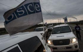 Боевики бросили дымовую гранату в машину СММ ОБСЕ на Донбассе