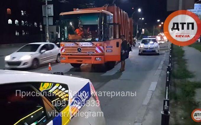 Сміттєвоз влаштував ДТП з поліцією: з'явилося відео