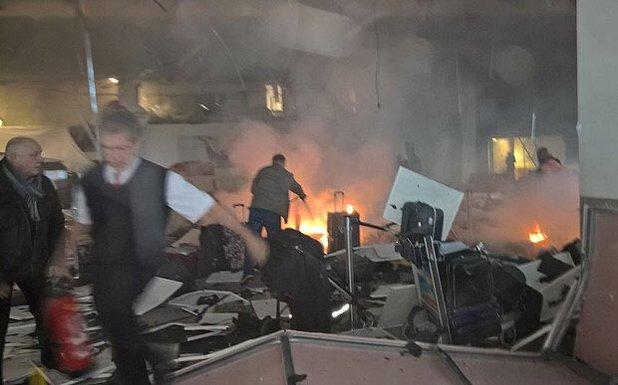 В аеропорту Стамбула прогриміли два вибухи, є загиблі і поранені: з'явилися фото і відео (1)