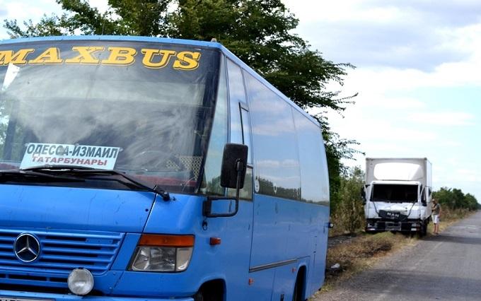 Під Одесою через пожежу зіткнулися п'ять машин і автобус: з'явилися фото