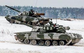 Росія стягнула сотні бойових танків до кордону України: з'явилися фотодокази
