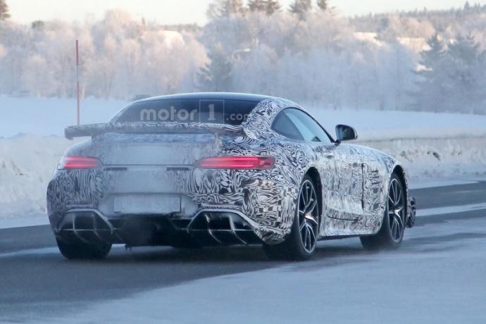 Mercedes-AMG GT R попал в объектив фотошпионов (5 фото) (4)