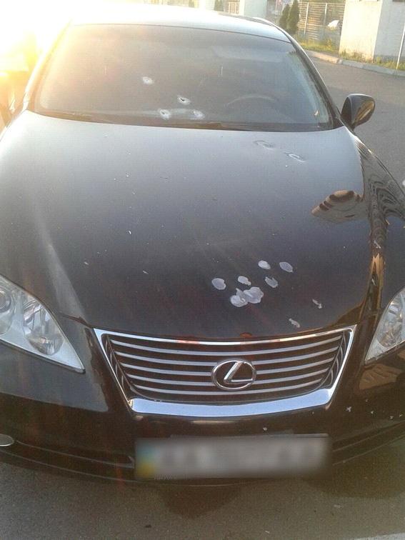 Нова стрілянина в Києві: атаковано авто юриста, з'явилися фото (1)