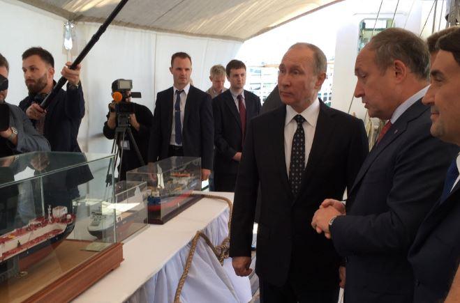 У мережі знайшли новий привід висміяти Путіна: з'явилися фото і відео (1)