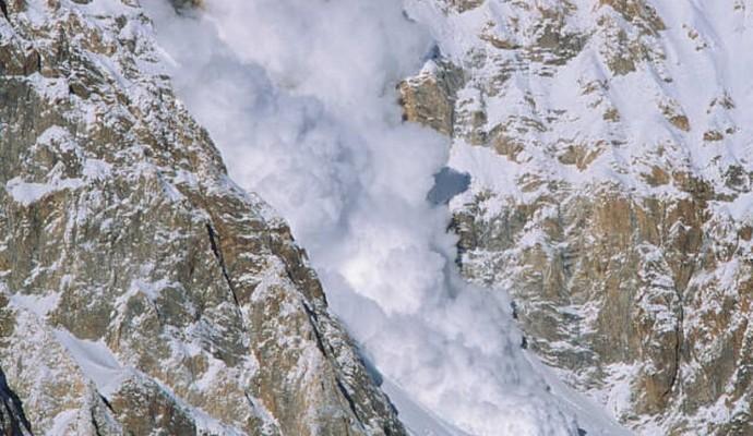 В Альпах люди потрапили під снігову лавину