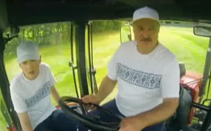 """У соцмережах посміялися над """"патріотичним"""" трактористом Лукашенком: з'явилося відео"""