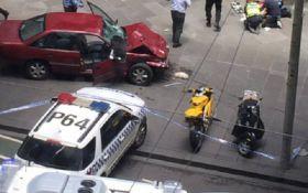 В Австралии автомобиль въехал в толпу людей, есть погибшие: появились фото