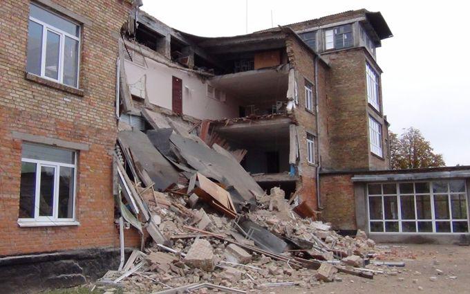 Обвал школи під Києвом: з'явилися нові фото, відео і несподівані деталі