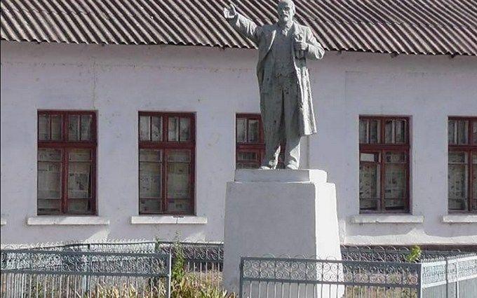 ВОдесской области демонтированы монументы Ленину иКалинину
