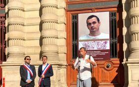 Ми боїмося за його життя: в Парижі на будівлі мерії помістили фото Сенцова