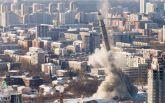 Рухнула в одно мгновенье: появилось зрелищное видео взрыва 220-метровой телебашни в России