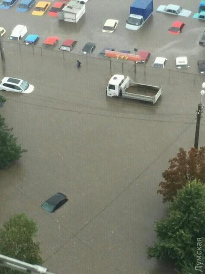 Злива в Одесі побила рекорд царських часів: з'явилися нові фото і відео (1)