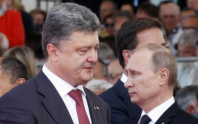 В сети сравнили фото молодых Порошенко и Путина