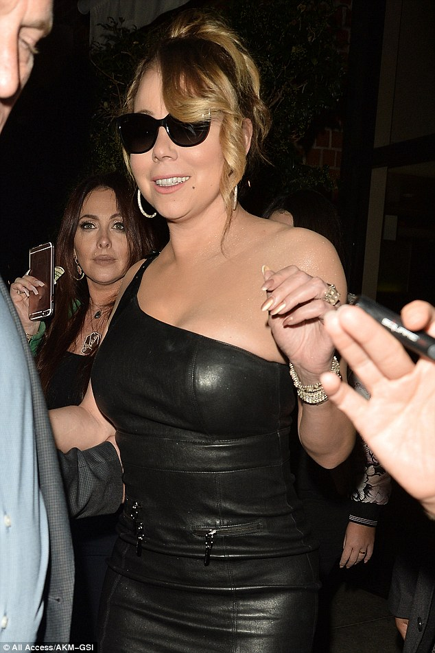 Знаменита поп-діва шокувала папараці вульгарними колготками: опубліковані фото (1)