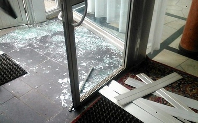 """""""Финансовый майдан"""" выломал двери комитета Рады: опубликовано фото"""